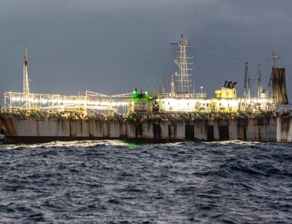 Siguiendo las luces: La pesca del calamar en el Océano Pacífico Sudoriental
