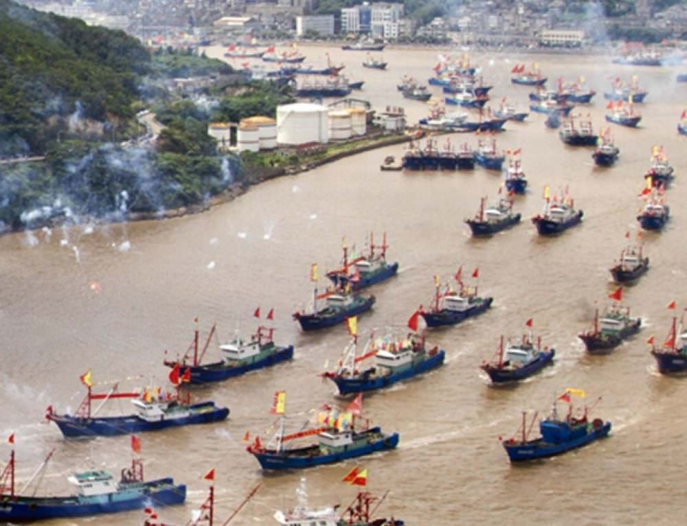 A who's who for the oceans: building a global database of fishing vessels