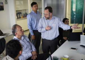 Paul Woods speaks with a participant in the VMS workshop in Peru